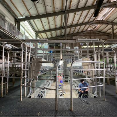 賽馬式榨乳機升降鐵架-2.png